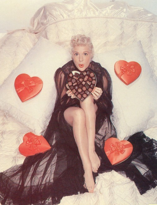 mothgirlwings:  Betty Hutton c. 1940s