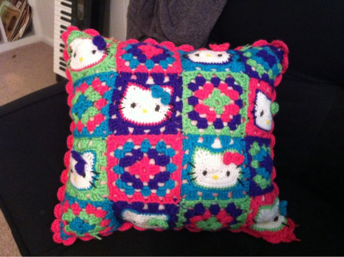 zombieantoinette:  Hello Kitty Granny Square pillow Hello Kitty squares pattern from Made by K.