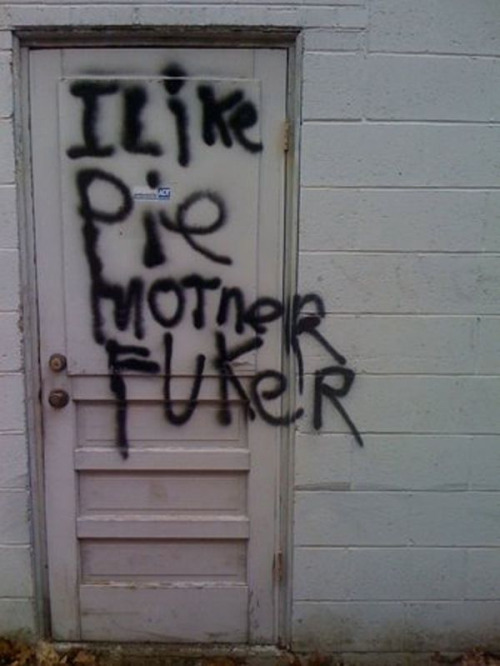 nickholmes:  Word.   Grafitti by Dean Winchester?