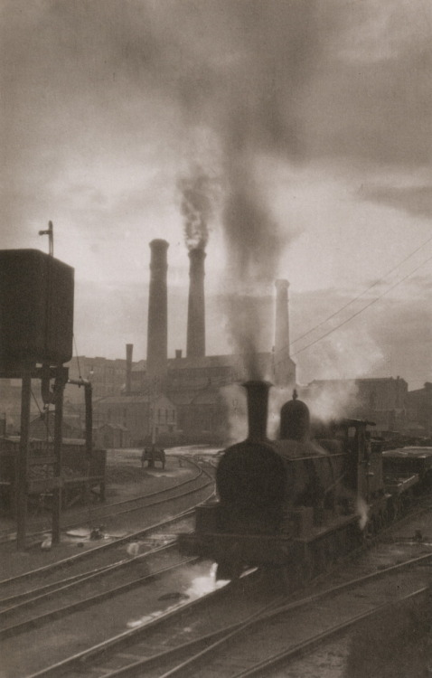 Harold Cazneaux Pyrmont Marshalling Yards Sydney, 1910 From Harold Cazneaux - The Quiet Observer Thanks to liquidnight