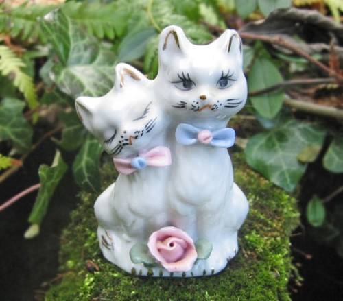 Vintage Pair of Loving Cats Figurine White Cats  Couldn't resist… kitties!