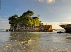 travelthisworld:  Temple of Tanah Lot, Bali, Indonesia