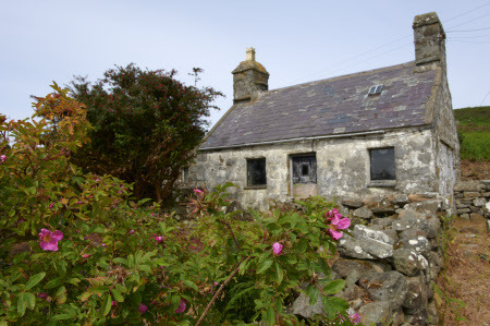 julesfalkhunter:  Cottage on the Llyn Peninsula, Gwynedd, North Wales. ©NTPL/Joe Cornish