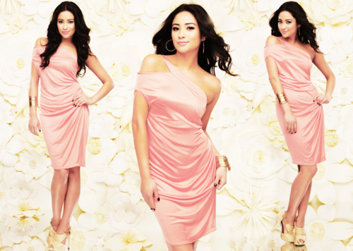 Shay Mitchell / 5'9 / approx. 120-130 lbs / 17.7-19.2 BMI / Underweight - Normal Weight