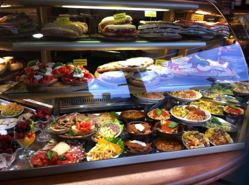 thedeadwidow:  Food Displays at Florence, Italy.   I'm obviously having as bad nostalgia day for Florence. Let's hope that going out to lunch with my favorite man— Dad— helps to cure it a little. But where to go, where to go, where to go… XOXO