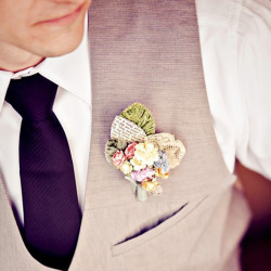 hellyeahweddings:  I love DIY corsages!