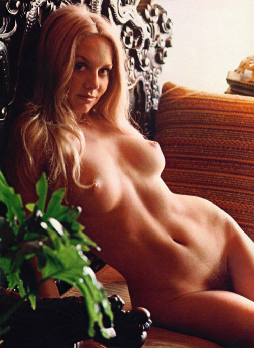 tumblr lgski6DJqi1qa39ano1 500 Classic porn nude busty babes