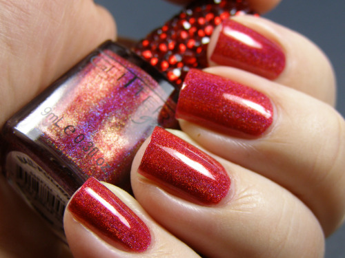 I will seriously send the first person who can get me this polish a bottle of MAC Formidable or OPI Damone Roberts. What brand is it? Where's it from? Why is it untraceable? So many questions!