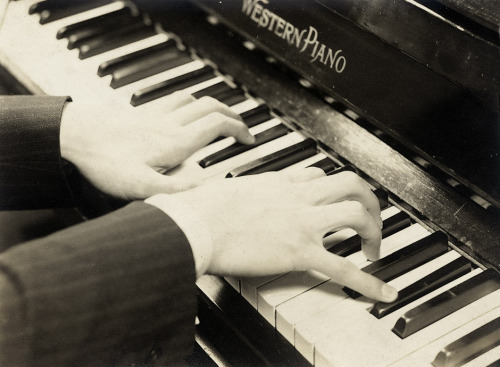 Iwao Yamawaki,Hands playing the piano, c.1932 [also]