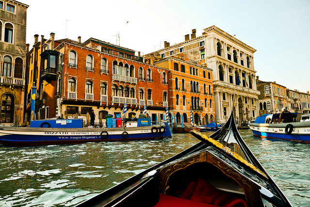 Near Ponte di Rialto, Venice (by Raoul Pop)