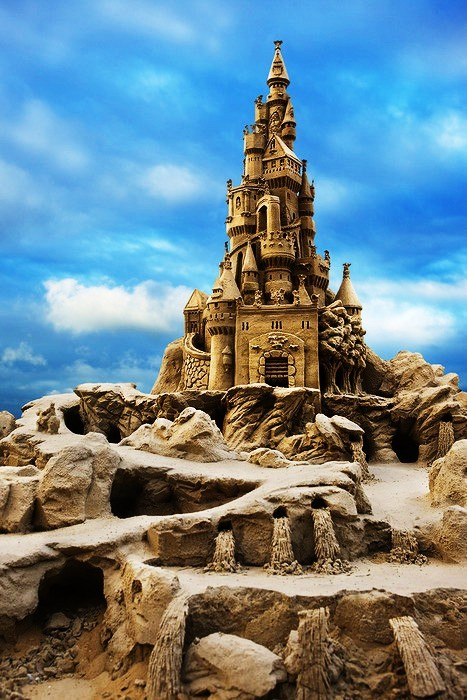 nzzbuggs:  most gorgeous. athighvoltage:  The most fabulous sand castle ever
