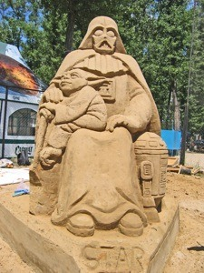 Ukrainian sand sculptors the Zigura Brothers created this odd tribute to Star Wars.