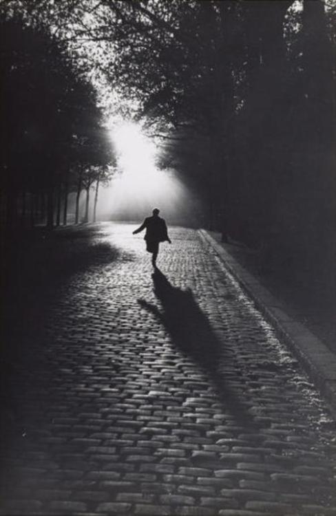 Sabine Weiss Vers la lumière, Paris, 1953 Thanks to regardintemporel