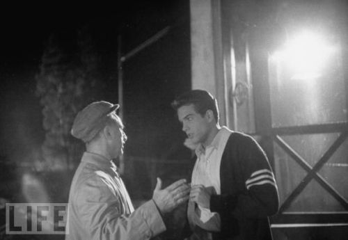 Dir. Elia Kazan discussing a scene w. actor Warren Beatty during filming of Splendor in the Grass.