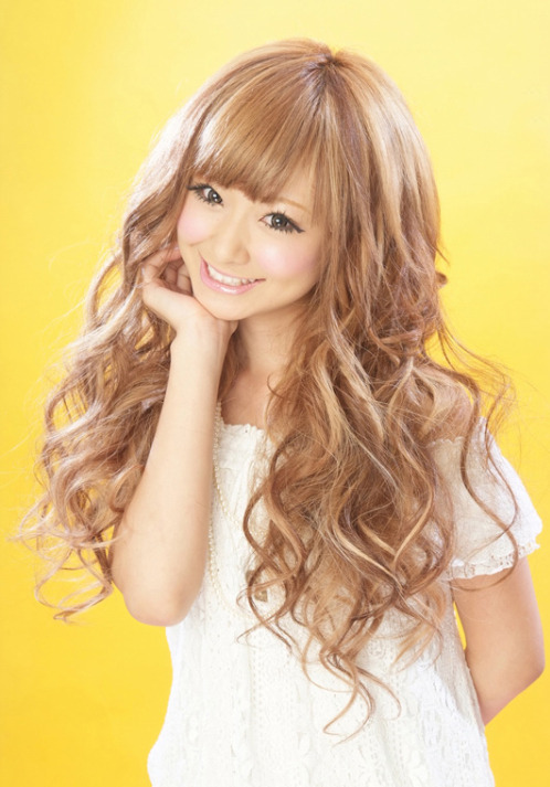 Brighten my day. Popteen model Mizukitty (Mizuki Nishikawa), found via ANKH CROSS.  Comment on this post at HARAJUJU.net Forums