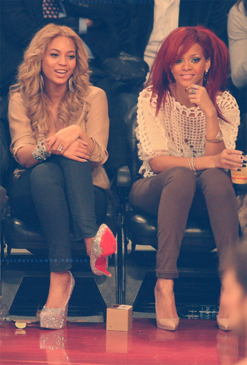 Sexii Duo Bee, and Riri.