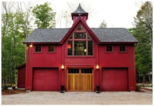 Check out this fancy schmancy carriage house! (Yankee Barn Homes via Flickr)