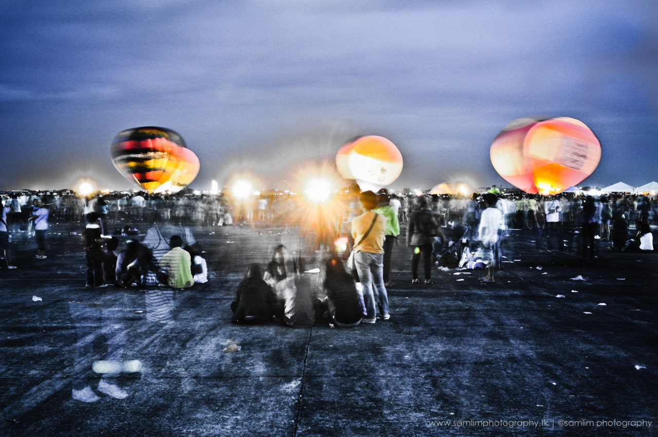 Hot Air Balloon 2011 @ Clark Pampanga This is a long exposure shot taken during the hot air night glow (last part of the event).    http://www.samlimphotography.tk