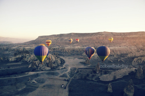 Hot air baloons in Cappadocia, Turkey by Zeta Soemawinata submitted by: http://scribblingpapers.tumblr.com, thanks!