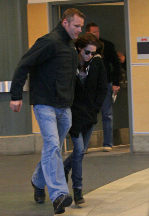 Kristen Stewart arrives in Vancouver Local Twihards can start swooning again after Robert Pattinson and Kristen Stewart, the two stars of the blockbuster vampire series The Twilight Saga, flew in Monday afternoon to Vancouver International Airport.The two onscreen lovebirds — and rumoured real-life couple — were spotted in the international terminal, arriving to film the latest instalment of the Twilight series, Breaking Dawn.They flew in on a private jet and were escorted to customs.After some 30 minutes, Stewart, who plays Bella Swan, was first to leave the terminal. She was wearing sunglasses and looked casual in jeans. She ran out to her waiting vehicle, shielding her head from waiting paparazzi with a jacket.A few seconds later, Pattinson, a.k.a. the vampire Edward Cullen, casually walked out wearing dark sunglasses and an MTV varsity jacket with red sleeves. He kept his head low as the photographers snapped him heading to his vehicle.Bodyguards escorted the stars to their cars.Stewart didn't seem impressed with her welcoming party, but Pattinson took it all in stride. They left in separate vehicles, heading toward downtown Vancouver.