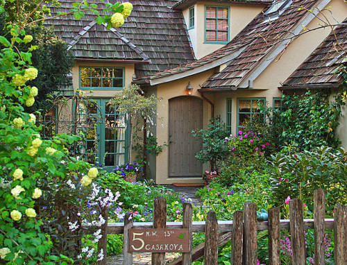 gardenviewcottage:  The Fairytale Cottages of Carmel (by linda yvonne)