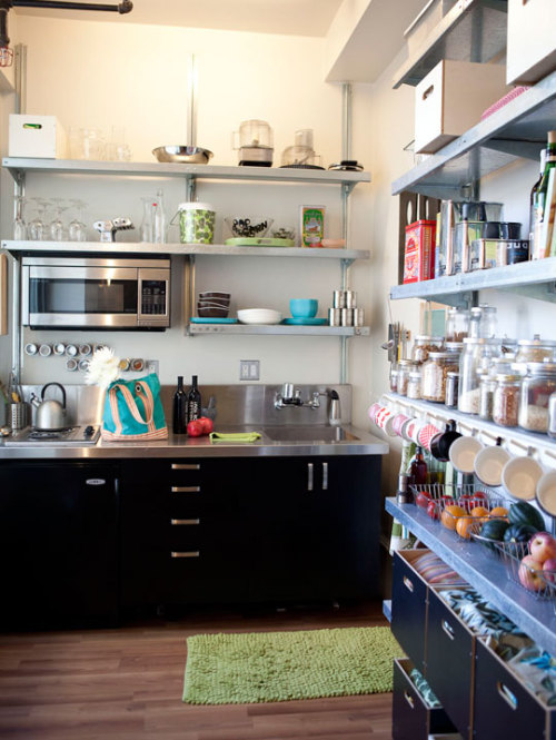 apartmentlove:  via apartmentlove   A little kitchen where i got all i need! Dream .. dream .. sigh.. sigh ..