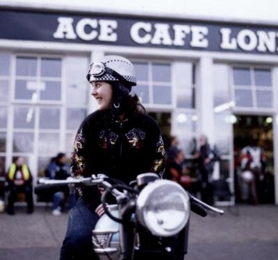Ace Cafe London: Motolady in sweet half helmet