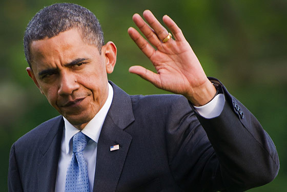 aatombomb: Photo essay of Obama waving grudgingly.