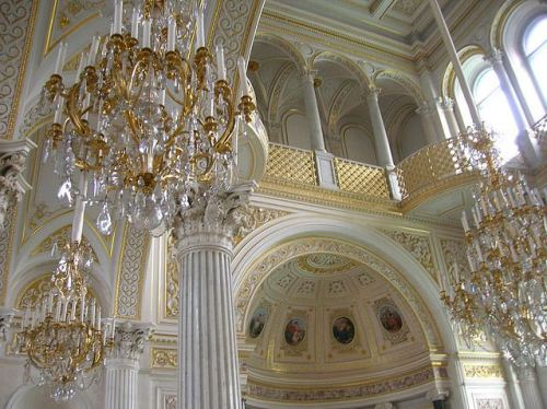 vintagethorns:  inthefaceofadversity:  Inside the Hermitage.  :O