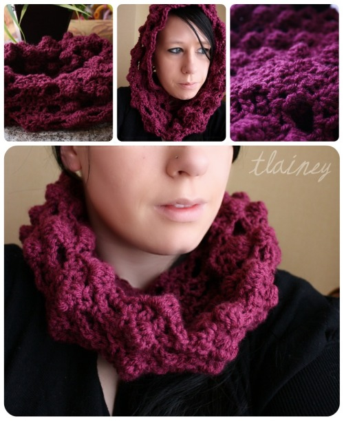 creavtivexploitations:  a friend wanted me to make her a cowl, so I wanted to come up with something a little more creative.. so I did.. it's a puff stitch type design and I found the pattern on the other side of yarn.. it was to make a blanket so I just did it with my cowl. hope you like!