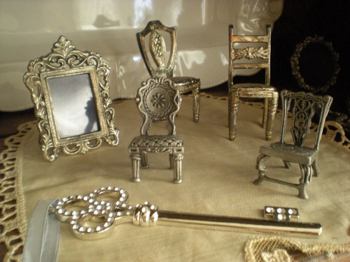 theotheralice:  ~Miniature Treasures~ (by ~Romantic~Vintage Home~)