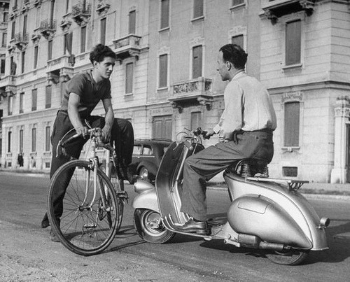 underfifthavenue:  Vespa scooters of Italy (by Paul Townsend)