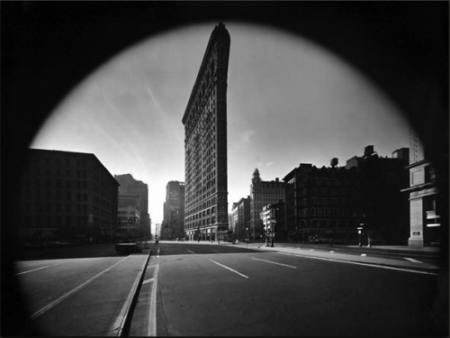 Flatiron BuildingNew York City1969 Photo: Elliott Erwitt