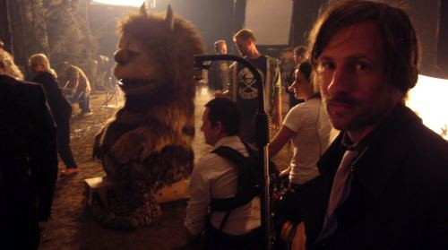 lednylon:  Spike Jonze on the set of Where the Wild Things Are (2009).