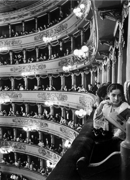 mirroir:  Premiere at La Scala, Milan, 1934 by Alfred Eisenstaedt