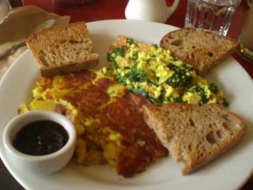 madeofmiles:  best damned tofu scramble of my life.