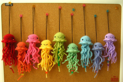 Rainbow octopi!!! thekeytosanity:  someone please make me these!