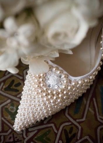 interiorangle:  Pearls bring tears? Should you wear to a wedding?