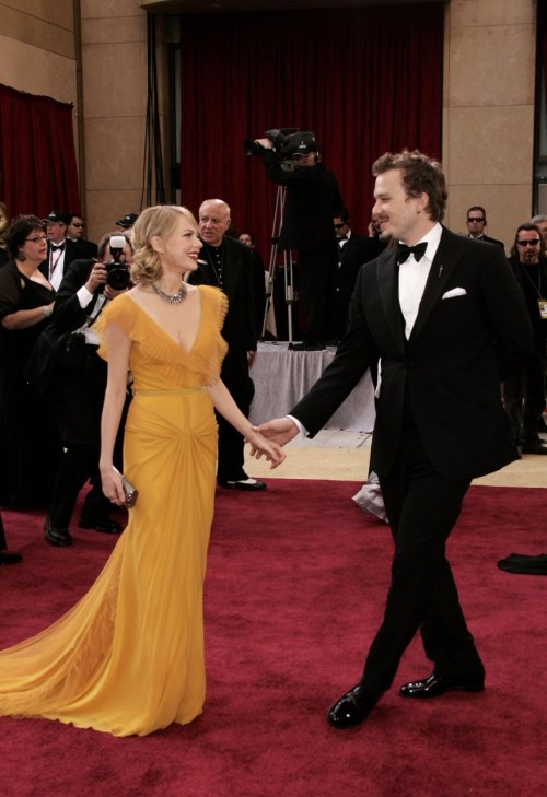 bohemea:  Michelle Williams & Heath Ledger - Oscars, March 5th 2006 I think this is one of the most iconic Oscar images that exists. Michelle in that feminine yet bold canary yellow Vera Wang gown with the classic red lips & soft waves in her hair, she looked so sweet, so ethereal. It's such a beautiful, natural pose they're striking & they both look so happy & smitten. It makes my chest ache.