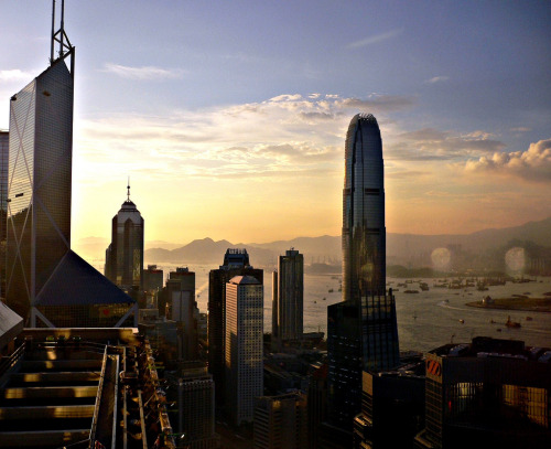 skyscraper:  Hong Kong (by Herry Lawford) via ifstrawberryswerecranberrys