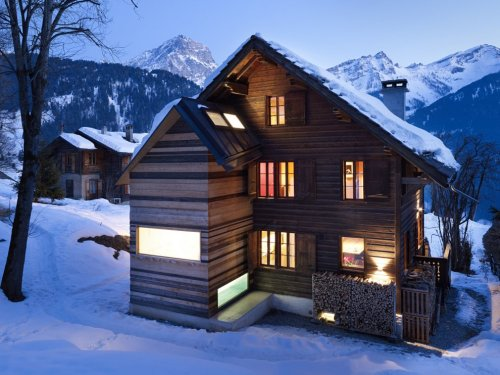Winter ain't over yet.  Chalet Noisettes by Lacrois | Chessex Architectes (Switzerland, 2008).