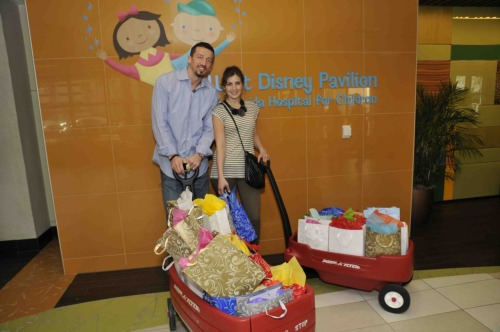 via @BQRMagic: Hedo Turkoglu and his wife Banu visited Florida Hospital for Children yesterday.
