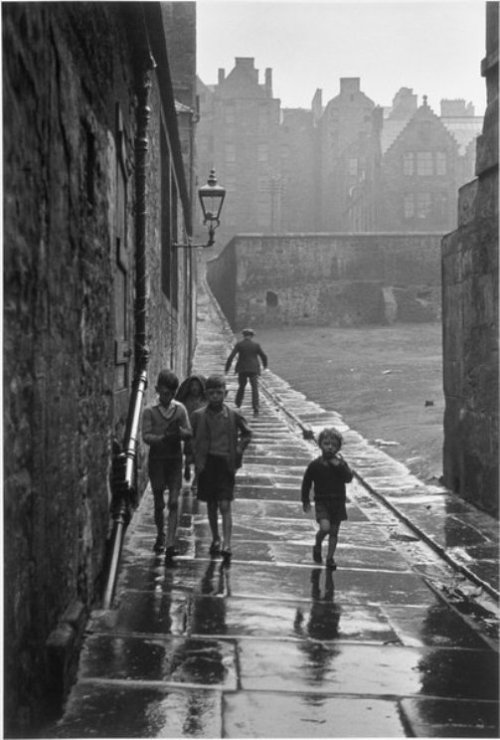 Gisèle Freund - Rue de la Pluie, Newcastle-on-Tyne, 1935
