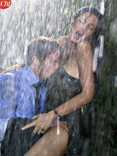 intense fondling in the rain… I want this kind of feeling!