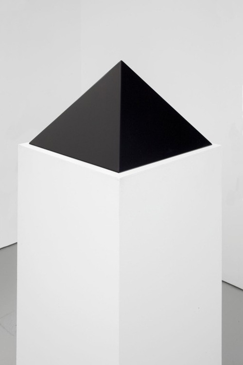 dotillus:  black pyramidjohn mccracken, 1975 polyester resin and fiberglass 10 x 16 x 16 inches (25.4 x 40.6 x 40.6 cm)