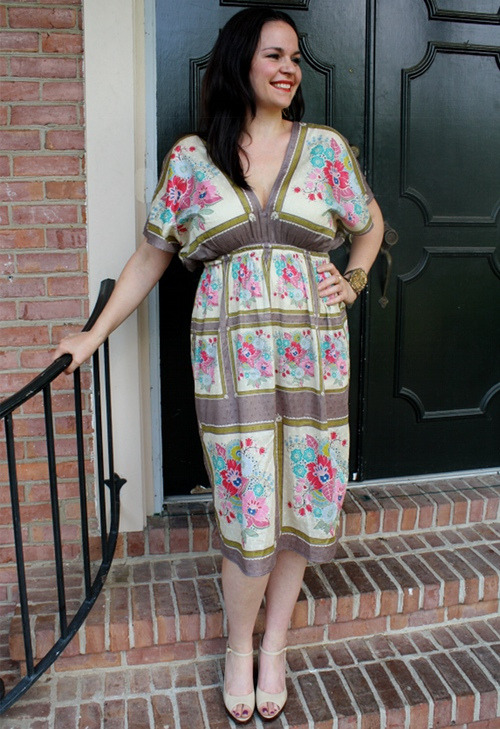 Museum Tunic | Anna Maria Horner This dress is fabulous and so easy to make. Even better, you can go through Anna Maria's shop and buy a kit to whip it up in no time!