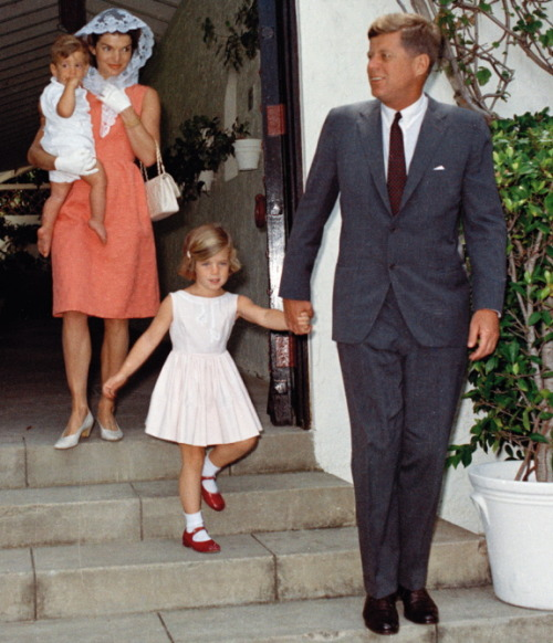 jackandjackie:  During the Easter season, the first family leave their Palm Beach home for Mass on Good Friday ~ 23 April 1962 Happy Easter x
