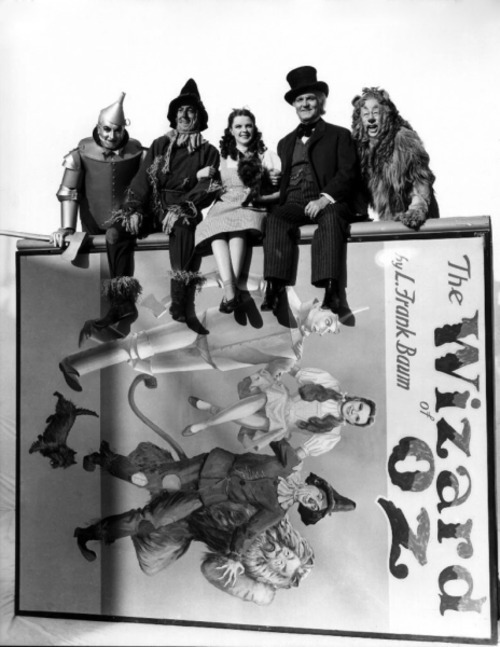 Jack Haley, Ray Bolger, Judy Garland, Frank Morgan and Bert Lahr - Publicity photo for The Wizard Of Oz - (1939)