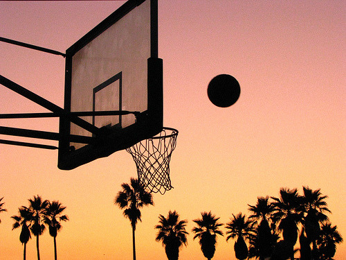 doyou-regardless:  Eat, breathe, & sleep basketball. All i live for.