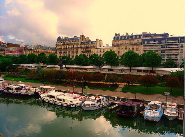 Charming Paris stroll along the river (by irene carton)